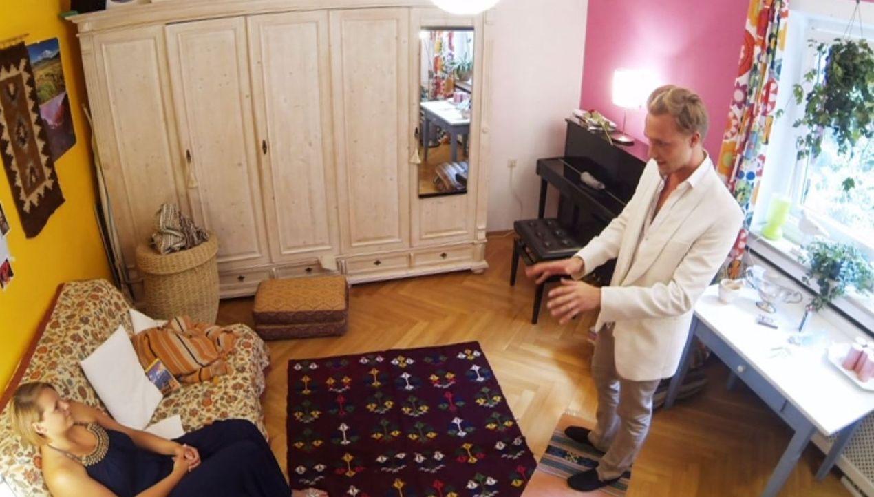 Michaels Bruder Tom (Simon Heinle, r.) bringt Magdalena (l.) an den Rand der Verzweiflung ... - Bildquelle: SAT.1