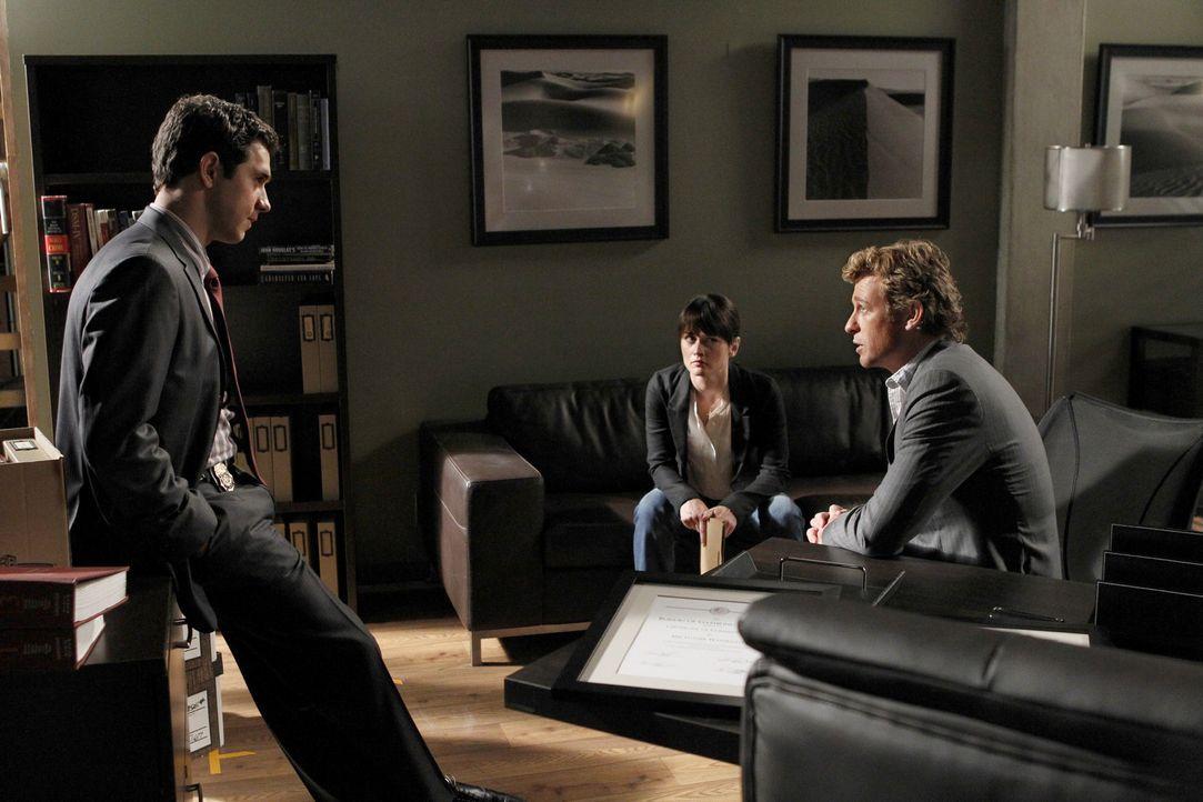 Luther Wainwright (Michael Rady, l.) ist der neue Boss des CBI. Und gleich der erste Fall in dem er mit Patrick (Simon Baker, r.) und Teresa (Robin... - Bildquelle: Warner Bros. Television