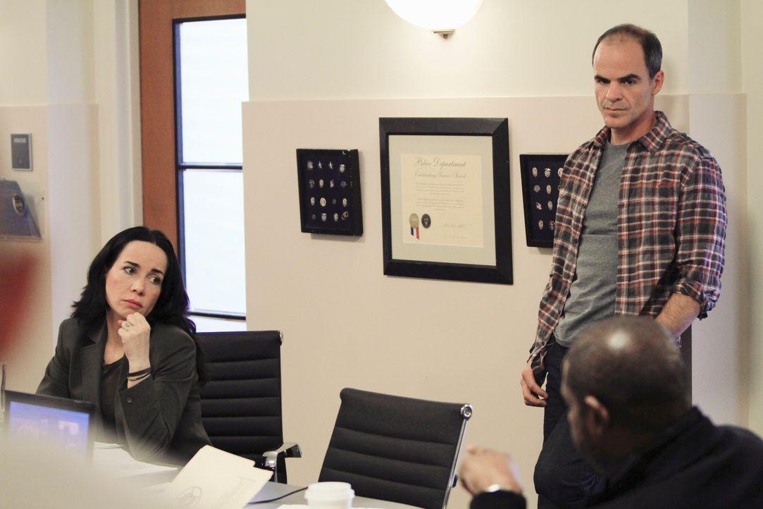 In Dallas werden eine Drogensüchtige, ein Dealer und ein alter Mann ermordet. Die Polizei geht von einem Serienmörder aus und fordert das FBI an. Jo... - Bildquelle: ABC Studios
