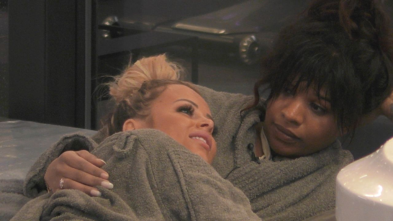 Jade (l.); Vanessa (r.) - Bildquelle: SAT.1
