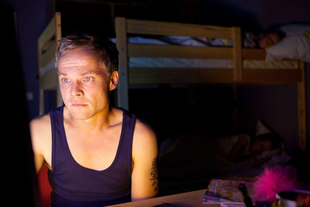 Der tüchtige Polizist Martin Breiler (Matthias Koeberlin) führt ein geordnetes Leben mit seiner Familie, bis er wegen eines Bagatelleinsatzes zu d... - Bildquelle: Conny Klein SAT. 1