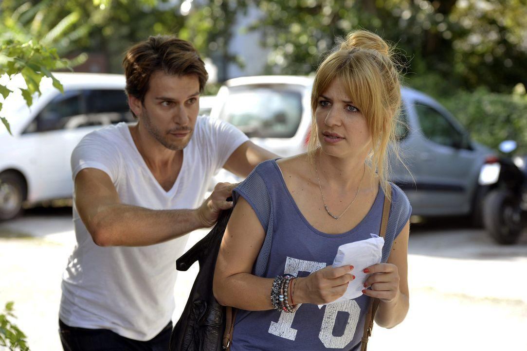 Nur wenn Mila (Susan Sideropoulos, r.) Nick (Florian Odendahl, l.) bei einer semilegalen Aktion behilflich ist, wird er wieder zurückkommen ... - Bildquelle: Oliver Ziebe SAT.1