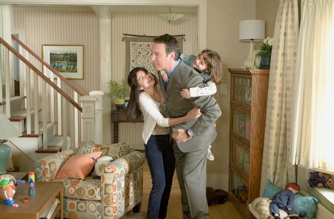 Noch ist das Familienleben für Vater Robert (John Corbett, M.) und seine Kinder Ramona (Joey King, r.) und Beezus (Selena Gomez, l.) in bester Ordn... - Bildquelle: Alan Markfield TM and   2010 Twentieth Century Fox and Walden Media, LLC. All rights reserved. Not for sale or duplication