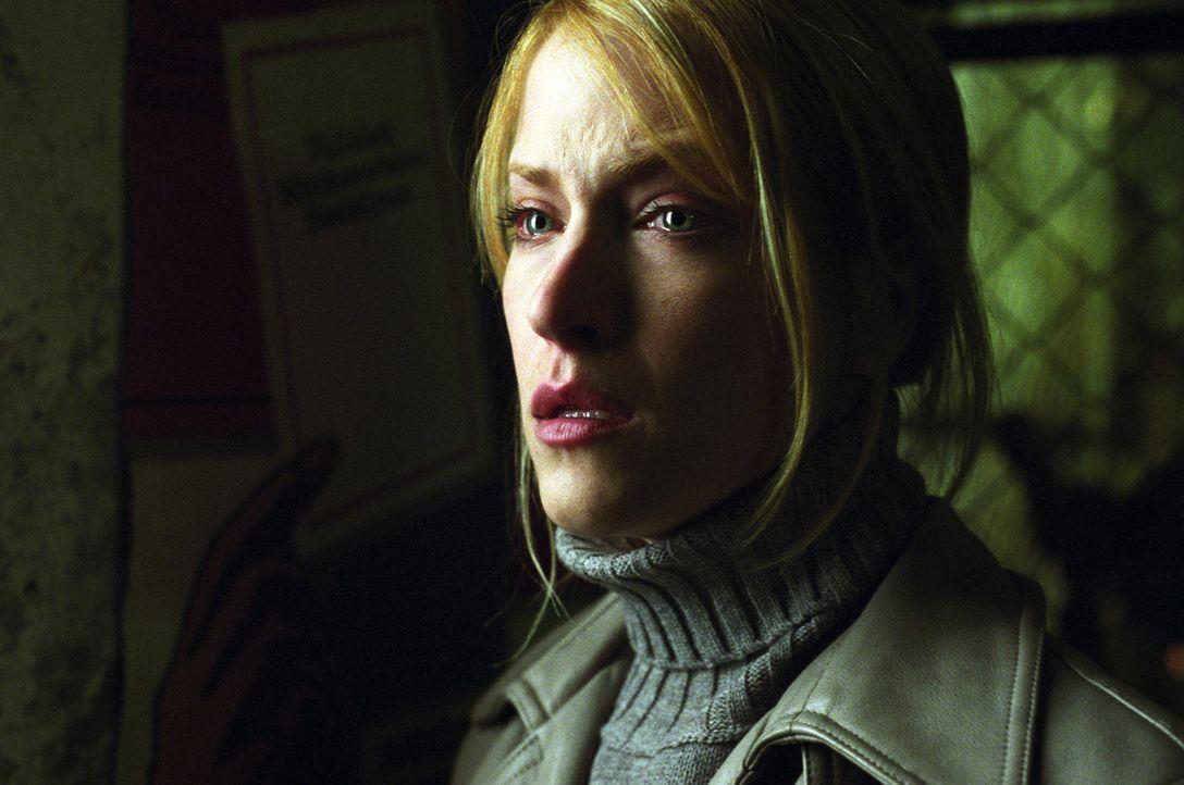 Tish Harrington (Lori Heuring), Tochter des US-Botschafters in Ungarn, und dessen Rechtsberater David, wollen demnächst heiraten. Als sie jedoch ei... - Bildquelle: 2005 Sony Pictures Home Entertainment Inc. All Rights Reserved.