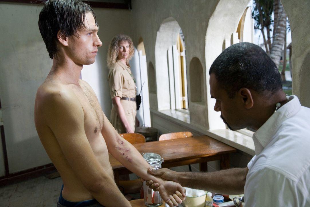 Als Ben (Gregory Smith, l.) klar wird, dass seine Freundin in einem sogenannten Boot Camp gefangen gehalten wird, täuscht er vor, drogensüchtig zu s...