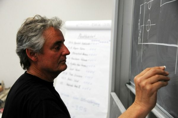 Professor/in: zwischen 5300 und 8300€ brutto/Monat