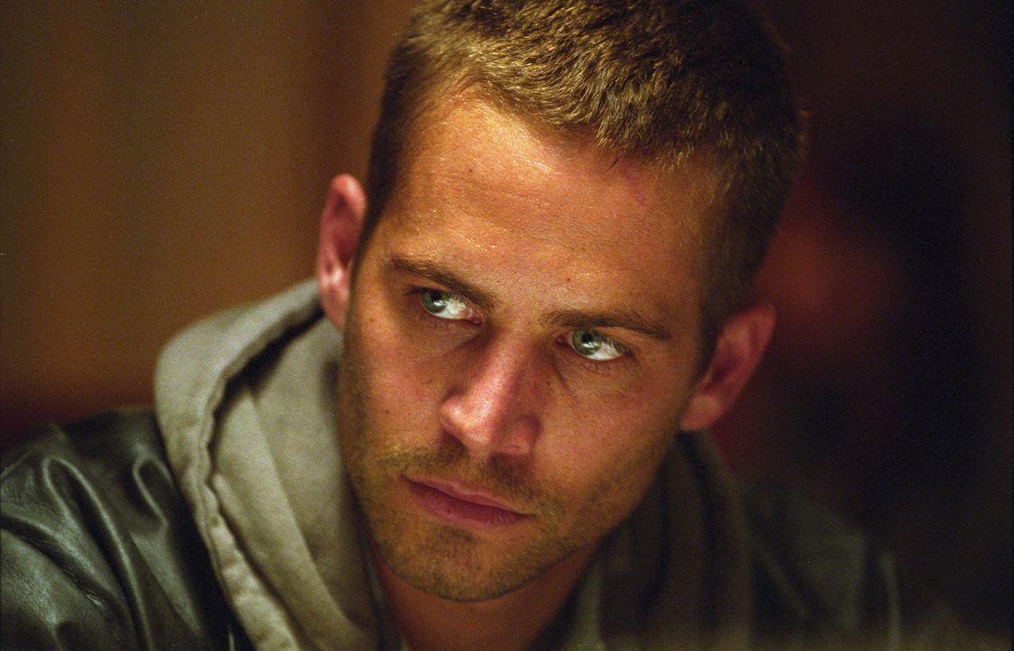 Kleinganove Joey (Paul Walker) soll als Scherge der Mafia eine Mordwaffe beseitigen - und kriegt richtig viel Prügel ... - Bildquelle: Licensed by E.M.S. New Media AG