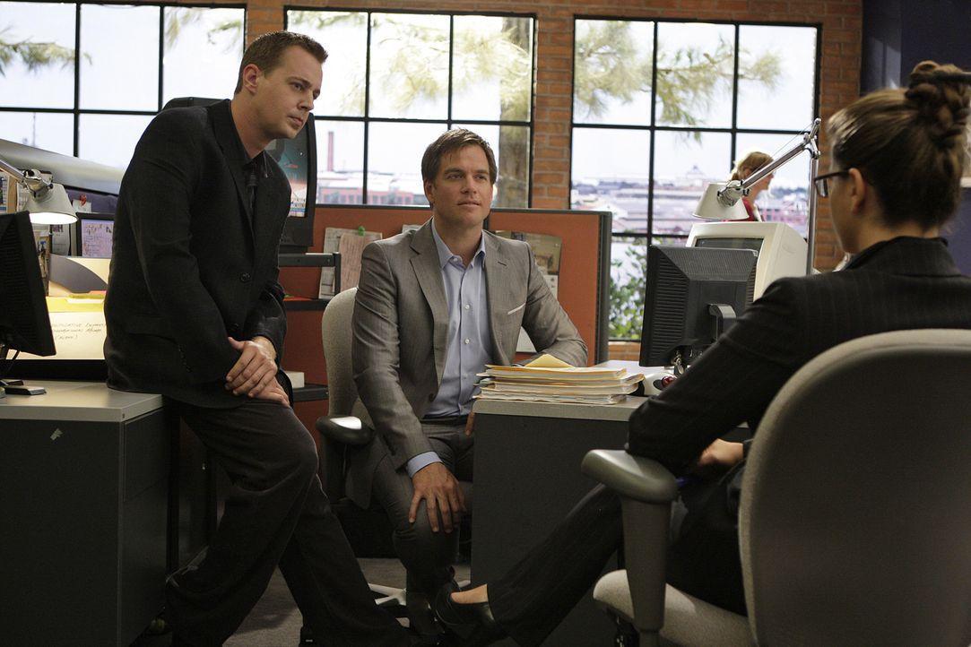 Nachdem Ziva ihren Dienst beim NCIS-Team gekündigt hat, muss eine Nachfolgerin gefunden werden. McGee (Sean Murray, l.) und Tony (Michael Weatherly... - Bildquelle: CBS Television