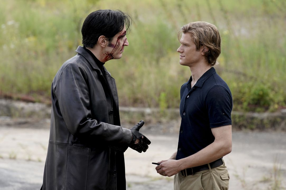 Murdoc (David Dastmalchian, l.); MacGyver (Lucas Till, r.) - Bildquelle: Jace Downs 2018 CBS Broadcasting, Inc. All Rights Reserved