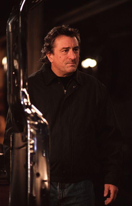 Detective Vincent LaMarca (Robert De Niro) kann nicht glauben, dass sein Sohn zwei Menschenleben auf dem Gewissen haben soll. Deshalb beginnt er auf... - Bildquelle: Warner Bros.