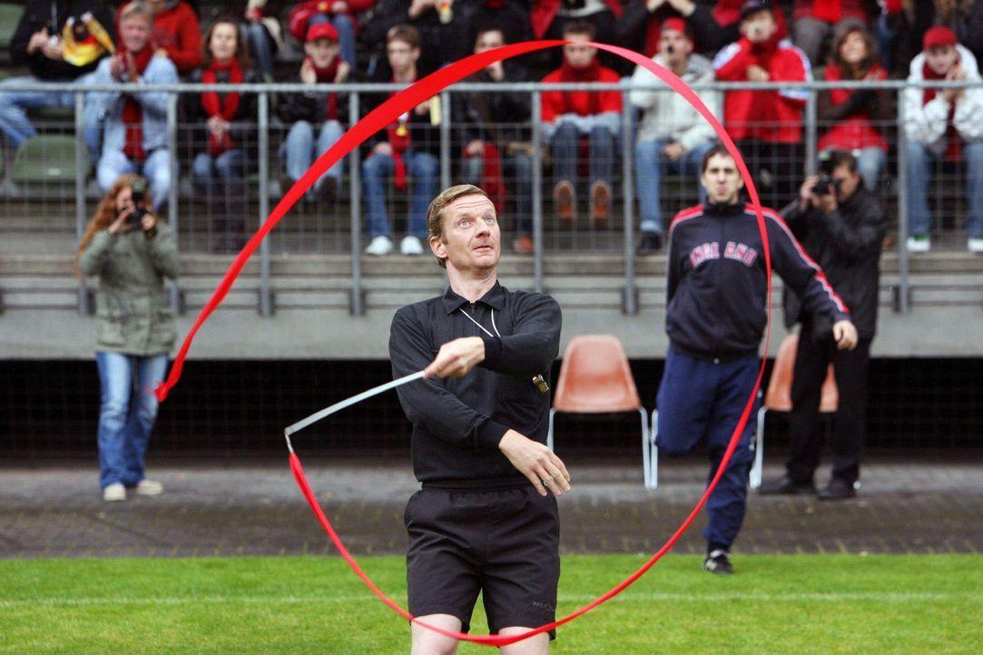Eines der Dinge, die Sie besser nicht tun sollten, wenn Sie Schiedsrichter sind ... - Bildquelle: Sat.1