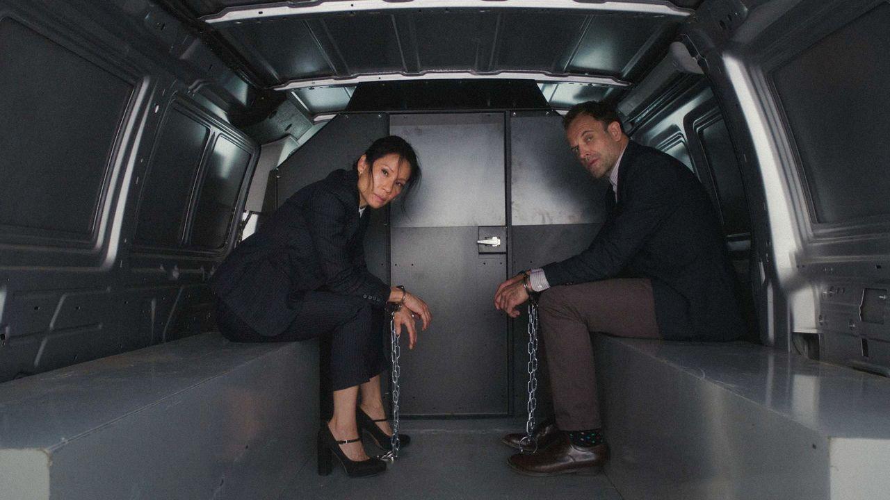 Auch bei Sherlock (Jonny Lee Miller, r.) und Dr. Watson (Lucy Liu, l.) läuft nicht immer alles wie geplant ... - Bildquelle: 2018 CBS Broadcasting, Inc. All Rights Reserved.