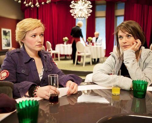 Finden sich gar nicht mehr so schrecklich: Emma und Jenny ... - Bildquelle: David Saretzki - Sat1