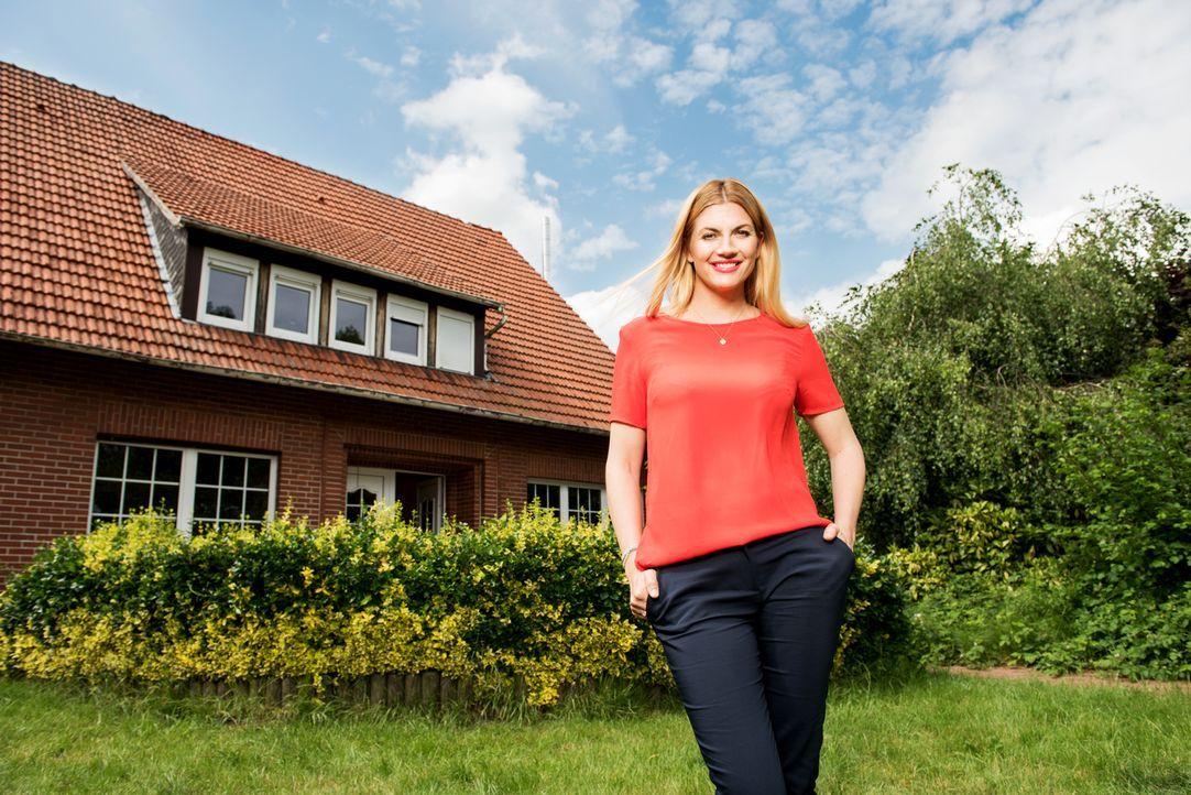 House Rules - Das Renovierungsduell wird von Nina Bott moderiert ... - Bildquelle: Martin Rottenkolber SAT.1