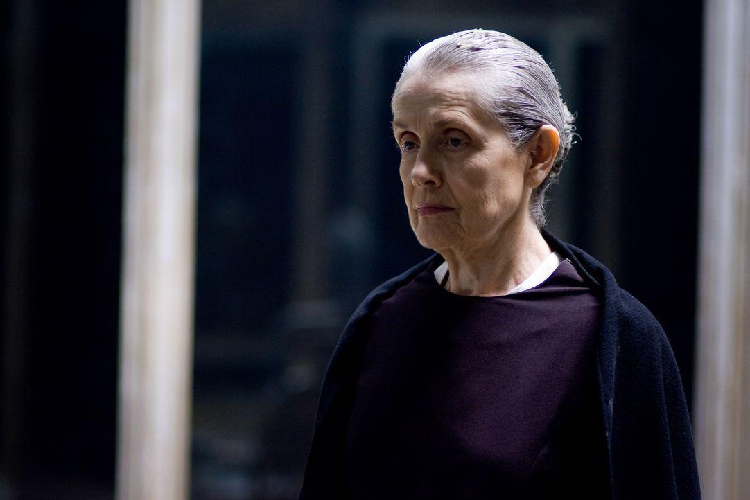 Immer wieder ist auf den Spiegeln der Name von Anna Esseker (Mary Beth Peil) zu lesen. Sie hat als Zwölfjährige das Massaker in der Irrenanstalt neb... - Bildquelle: 2007 Regency Enterprises, New Regency Pictures