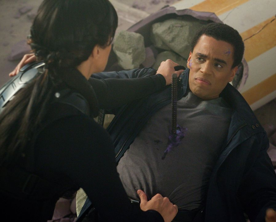 Ist das einzige, was Danica (Gina Carano, l.) und Dorian (Michael Ealy, r.) verbindet, die Idee einer synthetischen Seele? - Bildquelle: Warner Bros. Television
