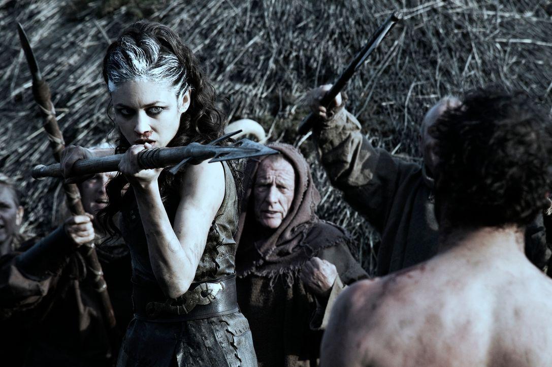 Als im Jahr 117 n. Chr. die Römer versuchen, einen keltischen Stamm auszumerzen, lockt die stumme Schottin Etain (Olga Kurylenko) die gesamte römisc...