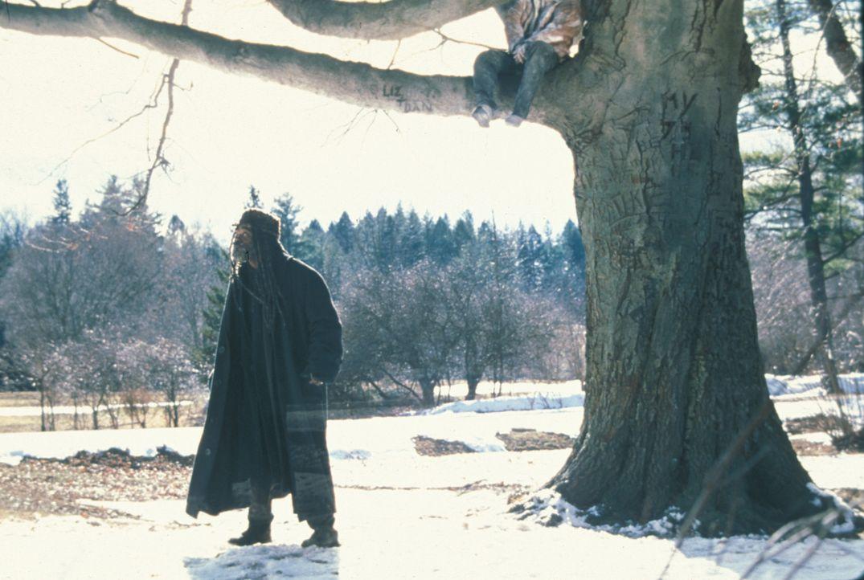 Am Valentinstag findet Romulus (Samuel L. Jackson, l.) außerhalb seiner Höhle den gefrorenen Leichnam des jungen Ausreißers Scotty Gates in einem Ba... - Bildquelle: Francise Productions
