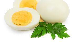 So soll ein aufgeschnittenes Ei aussehen. Wenn sich der Rand zwischen Dotter...