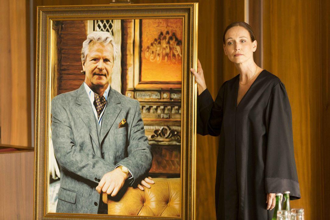Rechtsanwältin Laura Henning (Beate Maes) versucht alles, um vor Gericht gegen Danni zu gewinnen ... - Bildquelle: Frank Dicks SAT.1