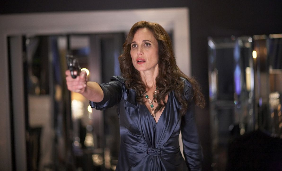 Zu spät wird der Staatsanwältin Monique Lamont (Andie MacDowell) klar, dass man schlafende Hunde nicht wecken sollte ... - Bildquelle: ONCE UPON A TIME FILMS, LTD. ALL RIGHTS RESERVED.