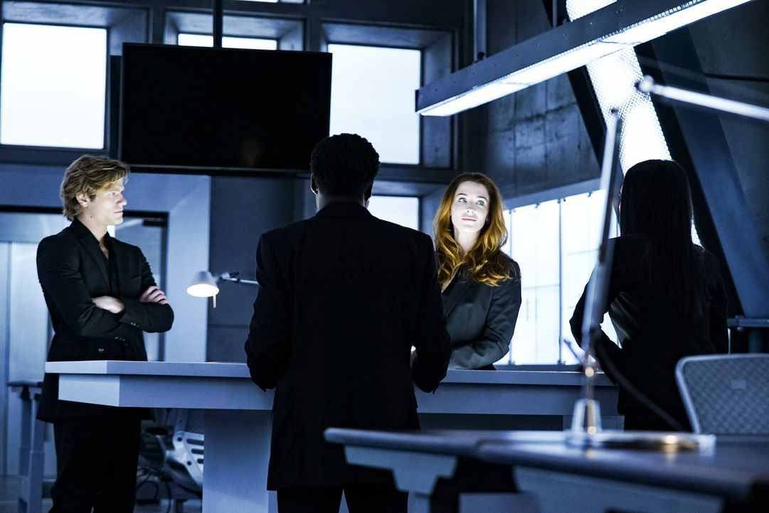 MacGyver (Lucas Till, l.); Charlotte Cole (Bridget Regan, r.) - Bildquelle: Richard DuCree 2018 CBS Broadcasting, Inc. All Rights Reserved