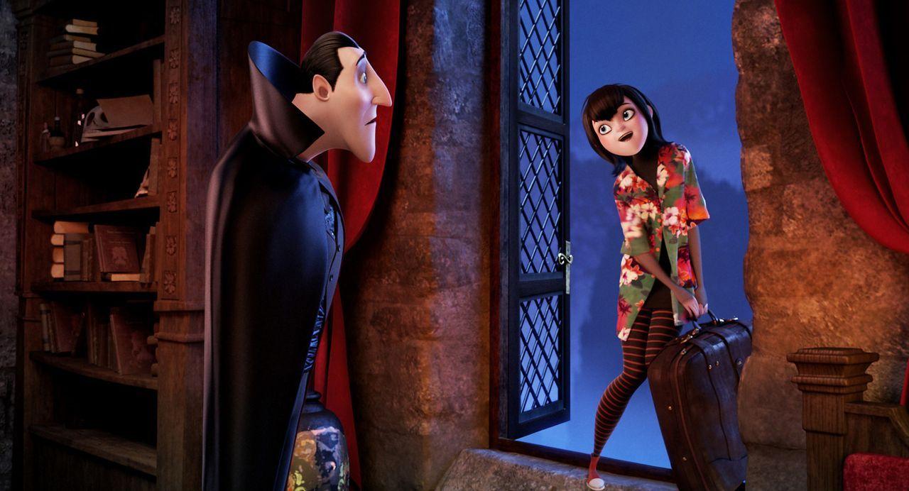 Graf Dracula (l.) ist gar nicht erfreut, als seine heiß geliebte Tochter Mavis (r.) Anstalten macht, das Hotel Transsilvanien zu verlassen und die W... - Bildquelle: 2012 Sony Pictures Animation Inc. All Rights Reserved.