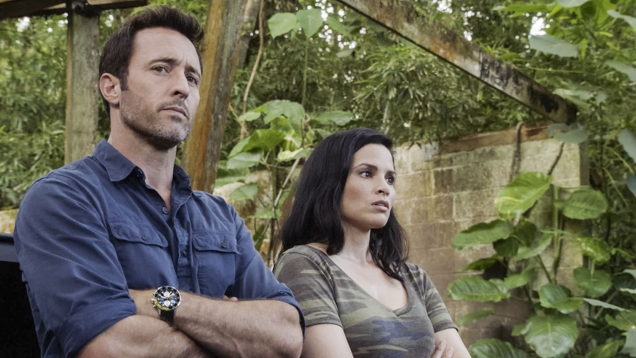 Steve McGarrett (Alex O'Loughlin, l.); Quinn Liu (Katrina Law, r.) - Bildquelle: 2019 CBS Broadcasting, Inc. All Rights Reserved.