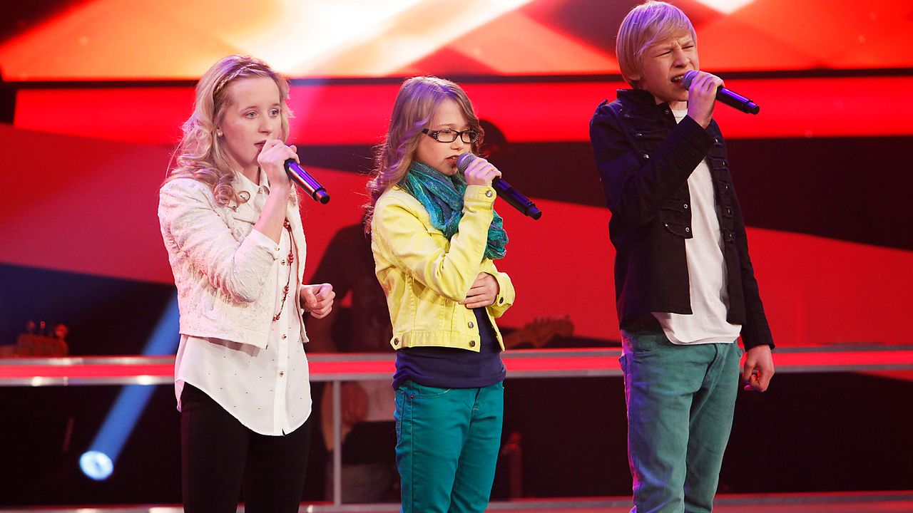 The-Voice-Kids-epi04-Luisa-Laura-Laurin-1-SAT1-Richard-Huebner - Bildquelle: SAT.1/Richard Hübner