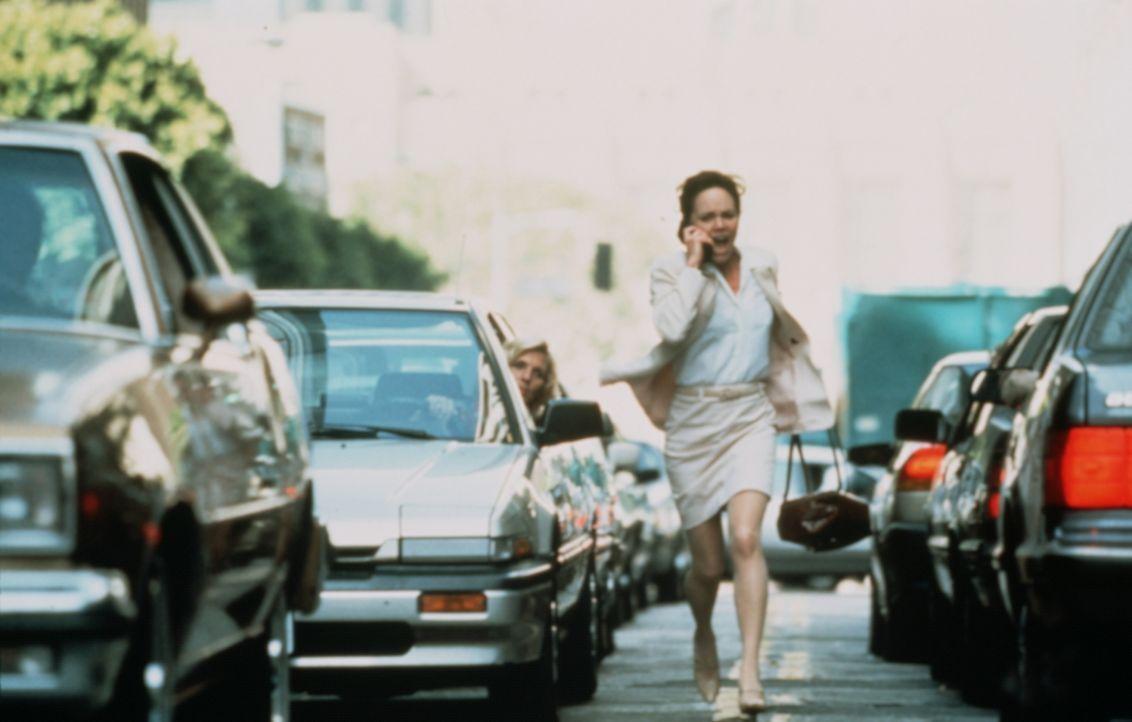 Mitten im dichten Feierabendverkehr hört Karen McCann (Sally Field) am Telefon, wie ihre Tochter von einem Einbrecher brutal vergewaltigt und umgebr... - Bildquelle: Paramount Pictures