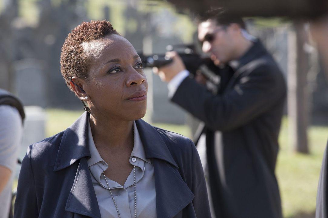 Muss ihrem ärgsten Feind Zugeständnisse machen: Mayfair (Marianne Jean-Baptiste) ... - Bildquelle: Warner Brothers