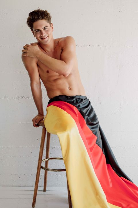 Dominik Bruntner Deutschlandflagge - Bildquelle: SAT.1/Frank Zauritz