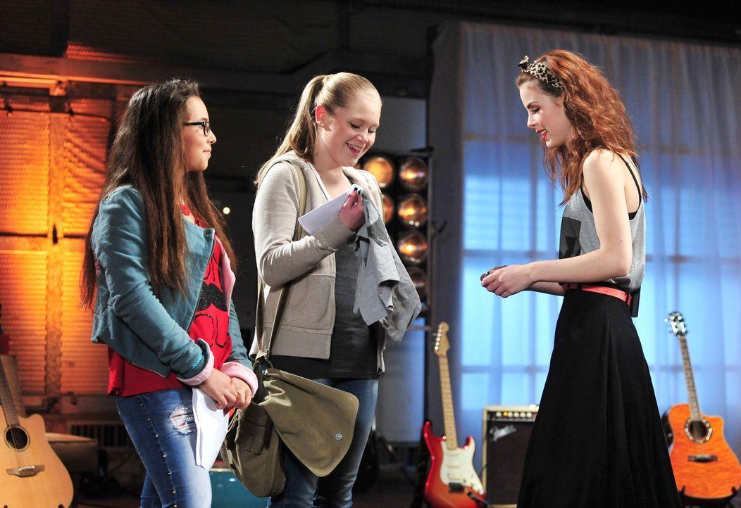The-Voice-Kids-Stf02-Epi06-Lara-Lene-58-SAT1-Andre-Kowalski - Bildquelle: SAT.1/Andre Kowalski