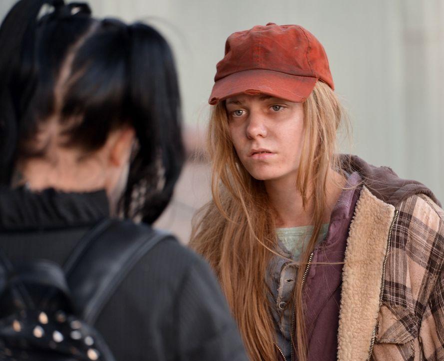 Emma (Chloe Lanier, r.) muss auf der Straße leben, weil sie mit ihrer Familie nicht mehr klarkommt. Kann Abby (Pauley Perrette, l.) ihr helfen, ihr... - Bildquelle: CBS Television