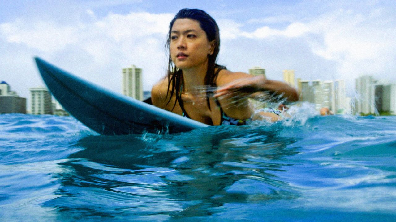 Muss das Surfen abbrechen, um gemeinsam mit ihren Kollegen in einem neuen Fall zu ermitteln: Kono (Grace Park) ... - Bildquelle: 2014 CBS Broadcasting Inc. All Rights Reserved.