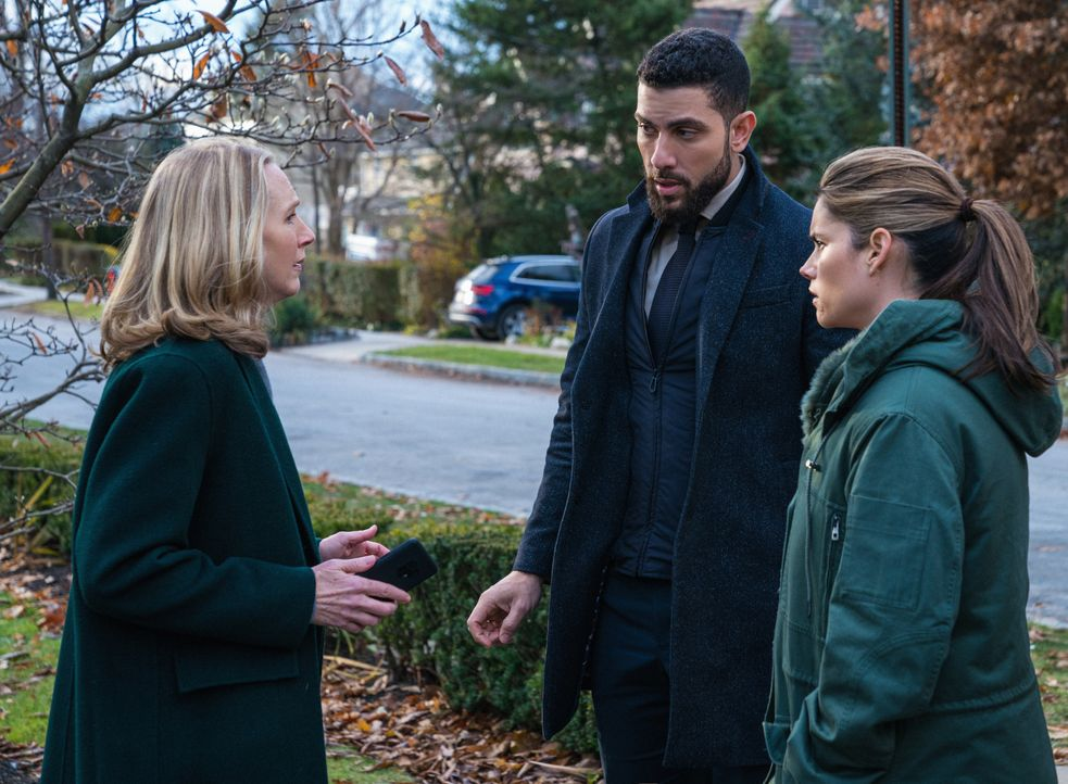 (v.l.n.r.) Lori Osbourne (Christina Kirk); Special Agent Omar Adom 'OA' Zidan (Zeeko Zaki); Special Agent Maggie Bell (Missy Peregrym) - Bildquelle: Mark Schafer 2019 CBS Broadcasting, Inc. All Rights Reserved. / Mark Schafer