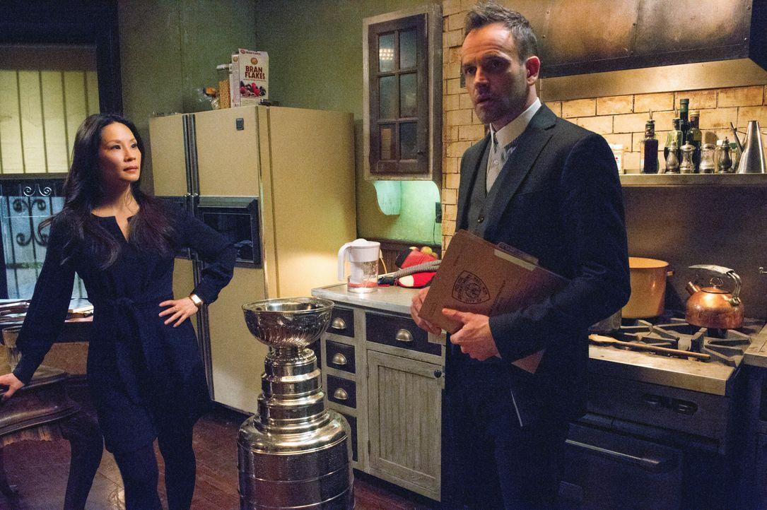 Ermitteln in einem neuen Fall: Watson (Lucy Liu, l.) und Holmes (Jonny Lee Miller) ... - Bildquelle: CBS Television