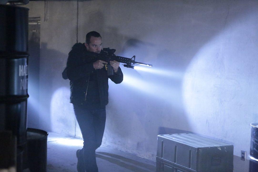 FBI-Agent Weller (Sullivan Stapleton) jagt einen US-General, der Sarin-Gas an nordkoreanische Unterhändler verkauft hat, die jetzt das Giftgas nutze... - Bildquelle: Warner Brothers