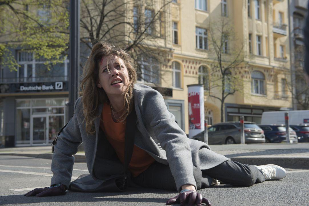 Durch ihre Nachforschungen bringt sich Doro (Felicitas Woll) immer mehr in Gefahr. Jemand möchte sie daran hindern, die Wahrheit über die Blutnacht... - Bildquelle: Stephanie Kulbach SAT.1