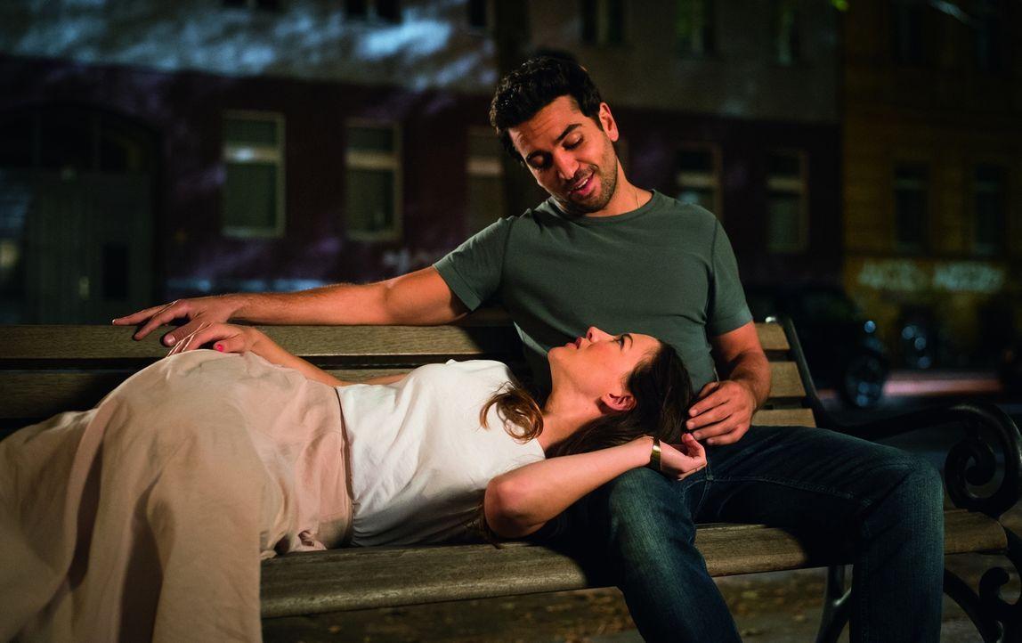 Ende gut, alles gut: Leni (Hannah Herzsprung, l.) und Joseph (Elyas M'Barek, r.) ... - Bildquelle: Stephan Rabold