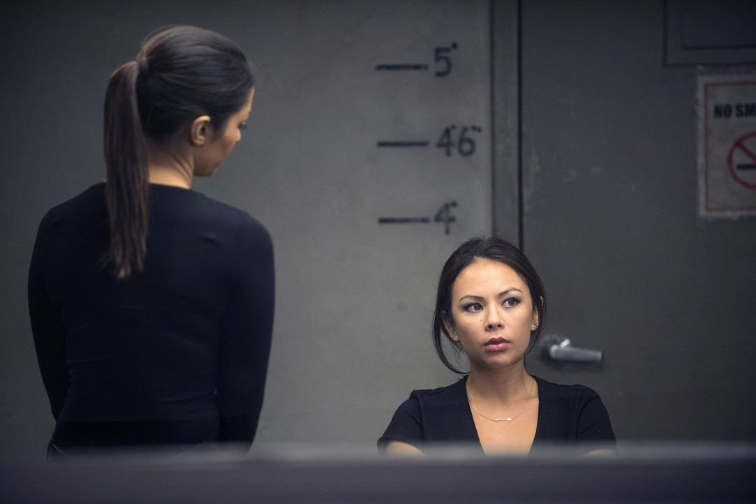 Ein neuer Mordfall beschäftigt das Team um Meredith (Janina Gavankar, l.). Doch was hat Jilian Havenmeyer (Janel Parrish, r.) damit zu tun? - Bildquelle: Warner Bros. Entertainment, Inc.