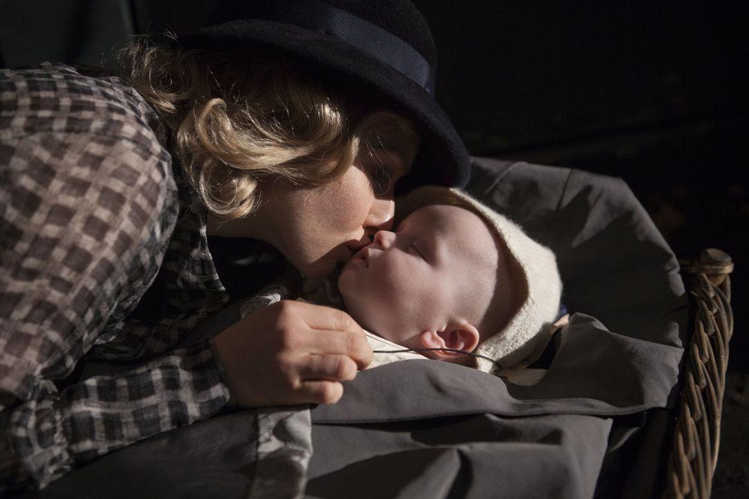 Als seine Mutter (Amanda Seyfried) Peter in die Obhut eines Waisenhauses gibt, steckt sie ihm einen Brief, mit dem Versprechen, dass sie sich eines... - Bildquelle: Warner Brothers