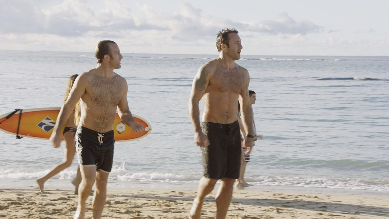 Ein ganz besonderer Valentinstag wartet auf Steve (Alex O'Loughlin, r.) und Danny (Scott Caan, l.). Währenddessen ermitteln Kono, Chin und Lou in ei... - Bildquelle: Norman Shapiro 2016 CBS Broadcasting, Inc. All Rights Reserved