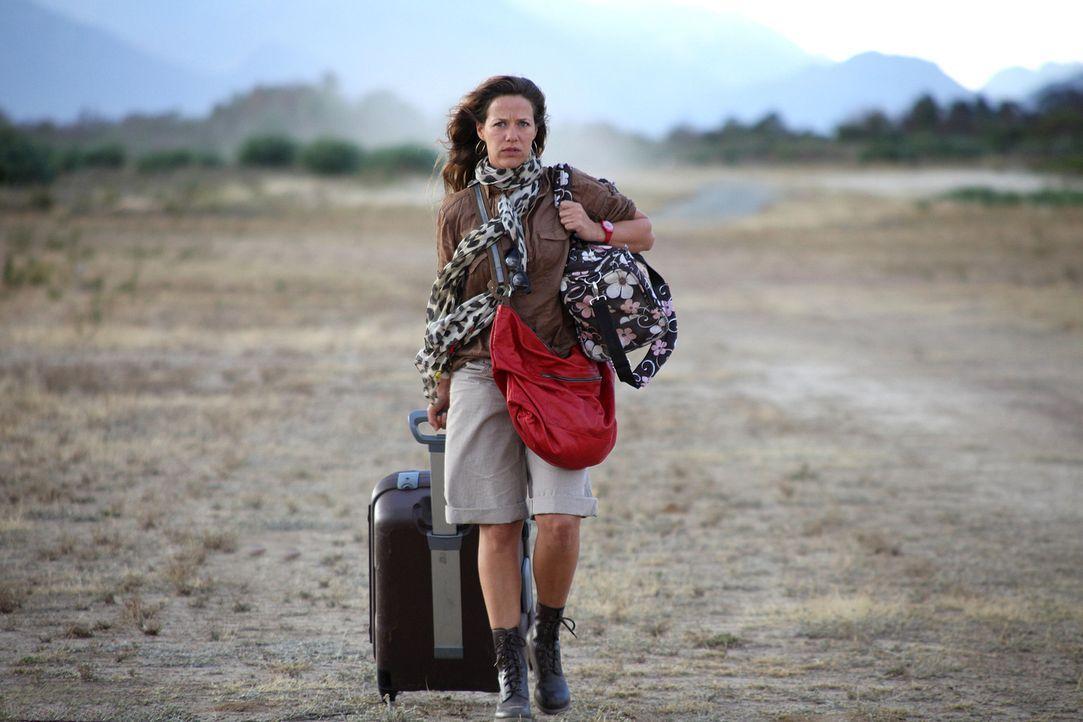 Als der jungen Ärztin Maria (Alexandra Neldel) klar wird, dass der Buschpilot Paul einen Anfänger ans Steuer lässt, besteht sie darauf, mitten in... - Bildquelle: SAT.1