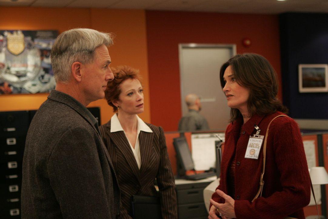 Sind dem Täter auf der Spur: Ziva (Cote de Pablo, r.), Gibbs (Mark Harmon, l.) und Jenny Shepard (Lauren Holly, M.) ... - Bildquelle: CBS Television