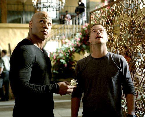 Versuchen undercover einen Fall zu lösen: Special Agent G. Callen (Chris O'Donnell, r.) und Special Agent Sam Hanna (LL Cool J, l.) - Bildquelle: CBS Studios Inc