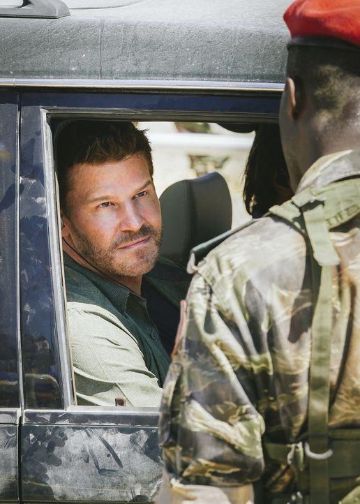Als Jason (David Boreanaz) und das SEAL Team an einem Kontrollposten im Südsudan halten müssen, wird die Situation brenzlig ... - Bildquelle: Erik Voake Erik Voake/CBS  2017 CBS Broadcasting, Inc. All Rights Reserved