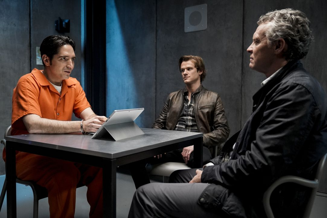 (v.l.n.r.) Murdoc (David Dastmalchian); MacGyver (Lucas Till); James MacGyver (Tate Donovan) - Bildquelle: Jace Downs 2019 CBS Broadcasting, Inc. All Rights Reserved / Jace Downs