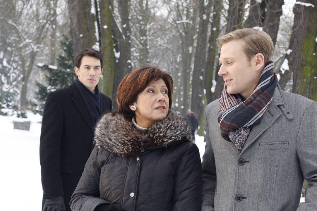 Die Versöhnung zwischen Mark (Arne Stephan, l.) und seiner Mutter Ingrid (Olivia Silhavy, M.) scheint endgültig gescheitert: Mark ist am Boden zer... - Bildquelle: SAT.1