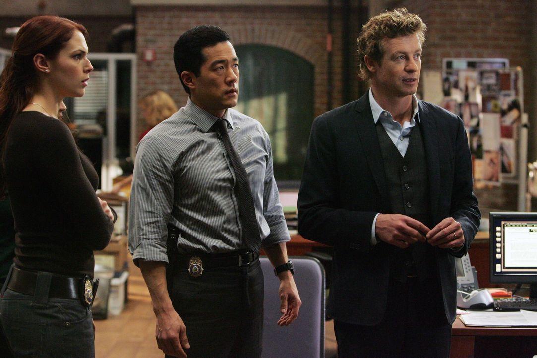 Ein neuer Mordfall beschäftigt Grace (Amanda Righetti, l.), Kendall (Tim Kang, M.) und Patrick (Simon Baker, r.) ... - Bildquelle: Warner Bros. Television